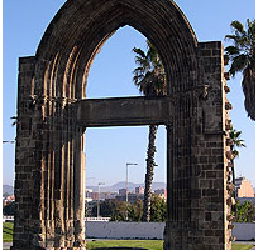 Una puerta a la entrada de la ciudad