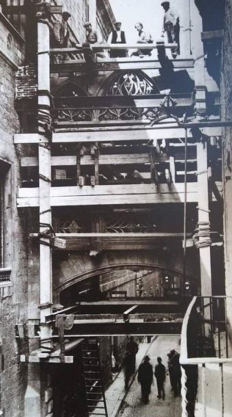 El puente dels Canonges al Palau